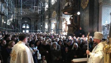 Photo of Кілька тисяч вірян відвідали літургію у Гарнізонному храмі, яку вперше очолив Владика Степан Сус як єпископ