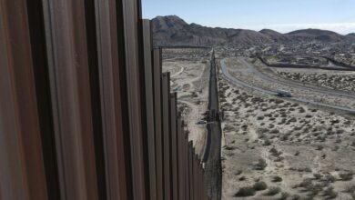 """Photo of Сильний вітер зруйнував частину """"стіни Трампа"""" на кордоні США і Мексики"""