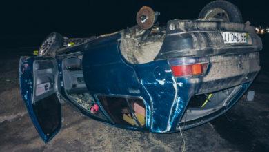 Photo of Під Києвом внаслідок аварії перекинувся автомобіль і загинула жінка