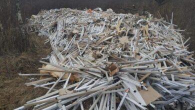 Photo of Викинуті у Зимній Воді люмінесцентні лампи забруднили ґрунт, – екологи