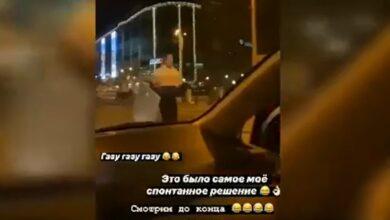 Photo of Заради розваги дівчина поцупила дорожній знак у Одесі: тепер їй може загрожувати в'язниця