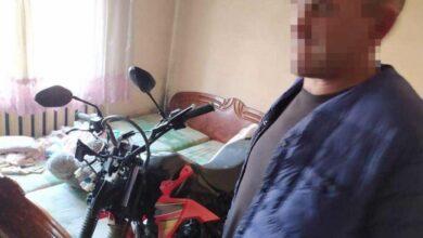 Photo of На Закарпатті чоловік вкрав мотоцикл у поліцейських та заховав у спальні: фото