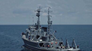 """Photo of Єдиний корабель, з якого не зняли український прапор: все про захоплення тральщика """"Черкаси"""""""