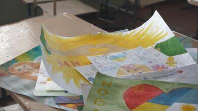 Photo of Діти передають малюнки: як минули перші дні в обсервації у Нових Санжарах