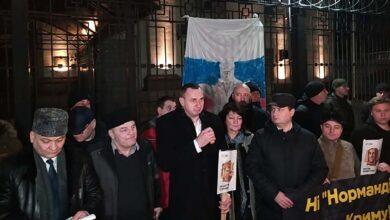 Photo of У Києві під посольством Росії пройшла акція до 6 річниці окупації Криму: відео