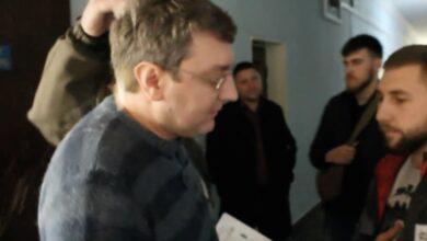 Photo of Депутат отримав яйцем у голову за привітання з 23 лютого та російський прапор:відео