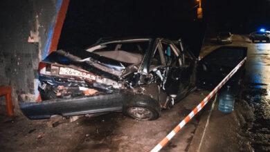 Photo of У Києві Audi після зіткнення протаранив зупинку, є постраждалі: фото та відео