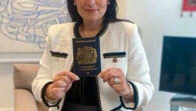 """Photo of У зв'язку з Brexit в березні Велика Британія переходить на """"блакитні"""" паспорти дизайну 1921 року"""