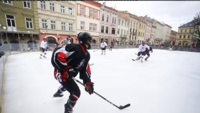 Photo of На ковзанці на площі Ринок відзначали День хокею