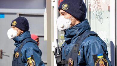 Photo of Двох порушників карантину спіймали на кордоні з Росією: що їм світить