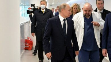 Photo of Путін не підхопив коронавірус після зустрічі з хворим лікарем, – Пєсков