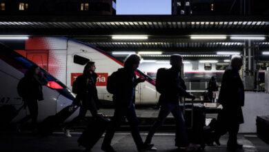 Photo of Франція вводить обмеження на автобусні і авіамаршрути через коронавірус
