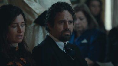 """Photo of HBO опублікував трейлер міні-серіалу """"Я знаю, що це правда"""" з Марком Руффало"""