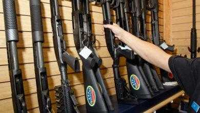 Photo of Туалетний папір, тютюн і зброя: Що скуповують у супермаркетах різних країн на тлі коронавірусу