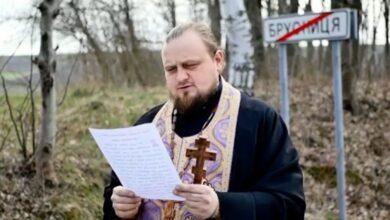 Photo of На Буковині село із хворими на коронавірус священник УПЦ МП «рятує» хресною ходою