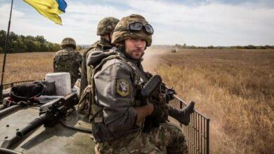 Photo of Українські військові на Донбасі потрапили під обстріл: Один боєць ЗСУ убитий і троє поранені