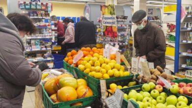 Photo of Кабмін дозволив зараженим коронавірусом виходити в аптеки і магазини, але у масках