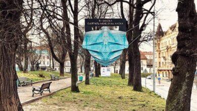 Photo of У Львові встановили гігантську медичну маску