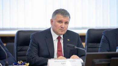 Photo of МВС не дасть згоди на чартери: Аваков виступив проти продовження евакуації українців через Covid-19