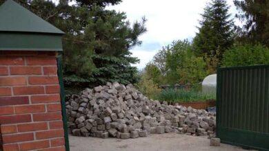 Photo of Старовинна львівська бруківка на приватному подвір'ї. У Садового кажуть, що власник купив її на OLX