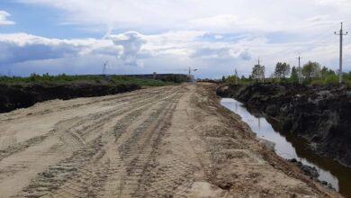 Photo of 1 км за 20 мільйонів. Як у Львові третій рік кладуть гравійну дорогу до Білогорщі