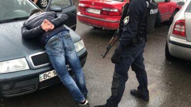 Photo of Рекет на кордоні з Польщею. Затримали банду, яка вимагала з перевізників гроші