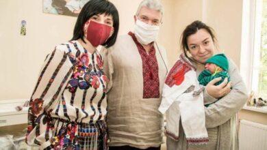 Photo of Новонародженим у Львові подарували вишиванки