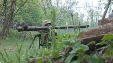 Photo of Обстріл вантажівки на Донбасі: загинув боєць, п'ятеро поранені