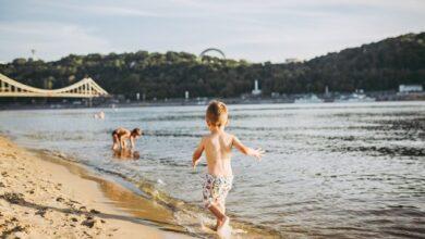 Photo of На всіх пляжах жовті прапори: у Києві не рекомендують купатися
