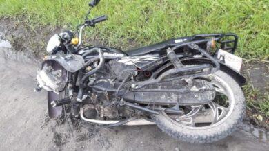 Photo of У Жовкві п'яна мотоциклістка виїхала на зустрічну смугу та врізалася в мікроавтобус