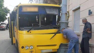 Photo of У Чернівцях маршрутка з пасажирами врізалася в стовп, є постраждалі