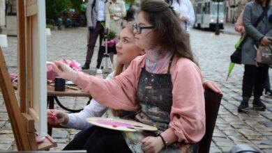 Photo of У центрі Львова 15-річна художниця намалювала «особливу» картину