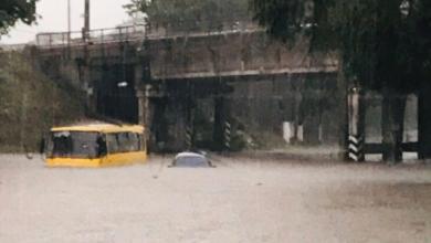 Photo of Маршрутки до вікон у воді: у Маріуполі через зливу зупинився транспорт