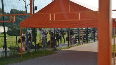 Photo of Щоб легше стоялось у черзі: на кордоні з Польщею встановили намети