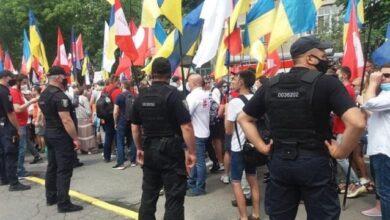 Photo of Кидали шашки і розпилили газ: у центрі Києва затримали активістів