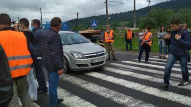 Photo of Розбита дорога Стрілки – Мшанець. Місцеві мешканці обіцяють 13 липня знову вийти на протест