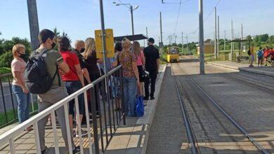 Photo of Черга на трамвай через контроль. Як львів'янам добиратись на роботу