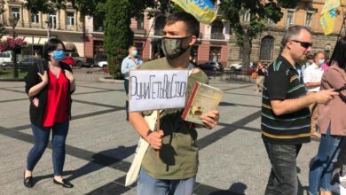 Photo of У Львові протестували проти позову Медведчука, яким він хоче заборонити книгу про життя Стуса