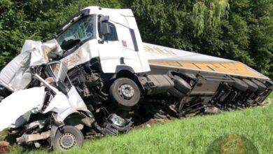 Photo of На об'їзній Львова вантажівка вщент розтрощила мікроавтобус: є загиблий