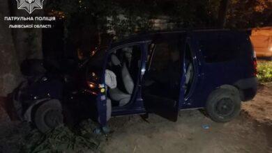 Photo of У Львові п'яний водій втікав від патрульних та в'їхав у дерево