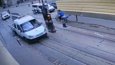 Photo of В центрі Львова «ГАЗель» не проскочила через болард. Є травмований