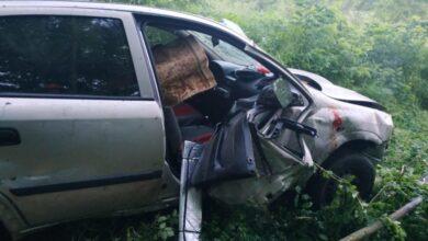 Photo of На Жидачівщині Opel, який злетів у кювет, затисло деревом