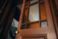 Photo of У будинку на вулиці Поповича відреставрували старовинні «двері-ковбойки»