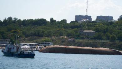 Photo of Пляма палива йде до берега: в Одесі почали піднімати танкер Delfi