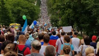 Photo of Путіна у відставку: в Хабаровську пройшов багатотисячний мітинг