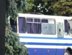 Photo of Вибиті вікна і отвори від куль: фото автобуса із заручниками в Луцьку
