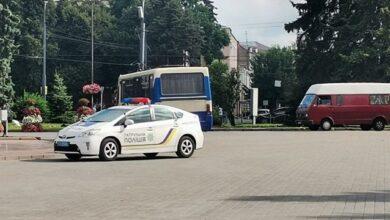 Photo of Стрілянина у Луцьку: терорист дзвонить з телефонів заручників і вимагає уваги ЗМІ