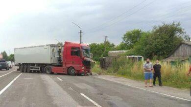 Photo of Вилетів на зустрічну смугу: момент ДТП у Семиполках потрапив на відео