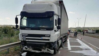 Photo of На трасі під Миколаєвом вантажівка збила на смерть двох чоловіків на АЗС