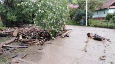 Photo of Через сильну зливу на Закарпатті розмило дороги, зруйновані містки